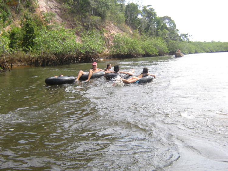 Descer o rio de boia